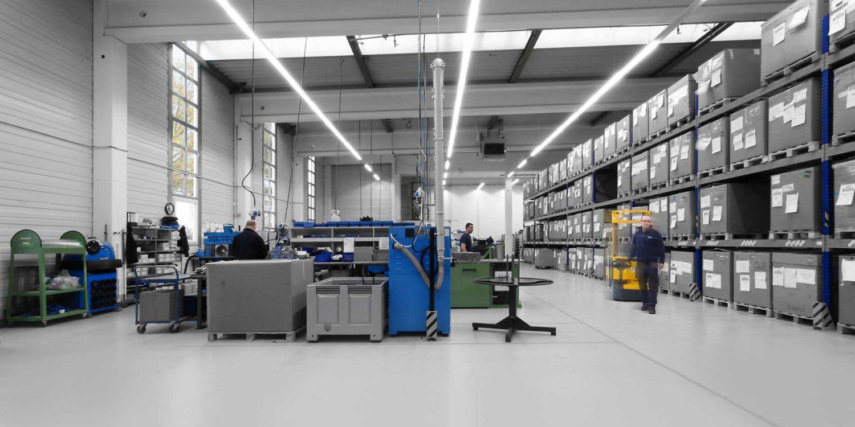 In der Produktionshalle und Schlauchabteilung von R+M / Suttner werden Produkte maßgeschneidert hergestellt