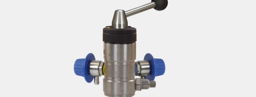 Der Injektor ST-164 mit Druckluft und Regler von R+M / Suttner