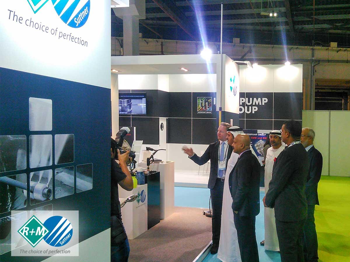 RM / Suttner auf der Gulf Car Wash 2017 mit Scheich H.E. Butti Saeed Al Ghandi. Nach der Eröffnungszeremonie in Dubai besuchte Scheich H.E. Butti Saeed Al Ghandi den Messestand von RM / Suttner.